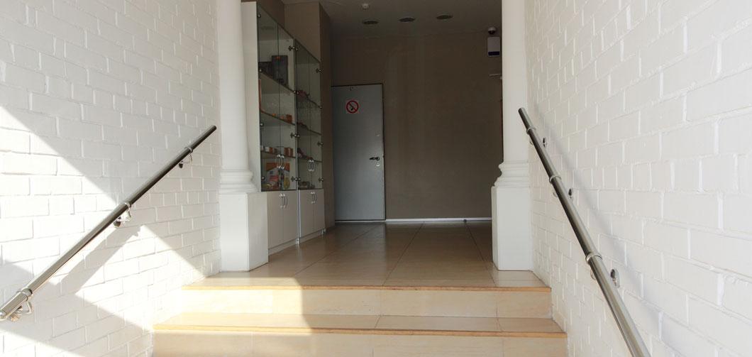 Главный-вход-коридор-Бэби-кинг
