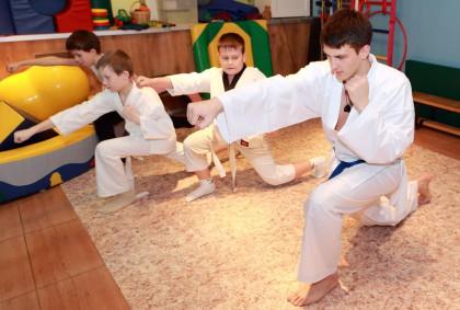Занятия с детьми карате -тренировка детей